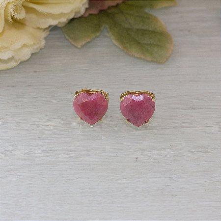 Brinco dourado com cristal amazonita rosa em formato de coração