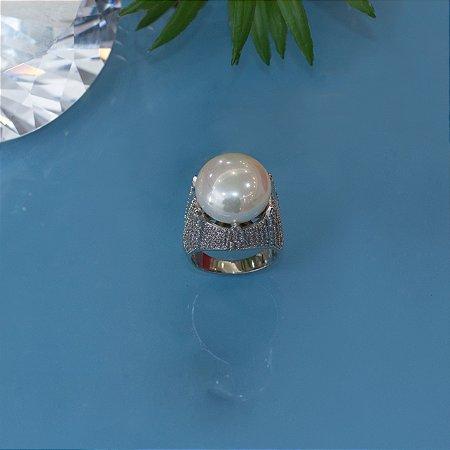 Anel em ródio branco com cravação em micro zircônias e pérola