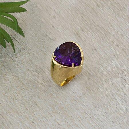 Anel dourado com cristal ametista em gota