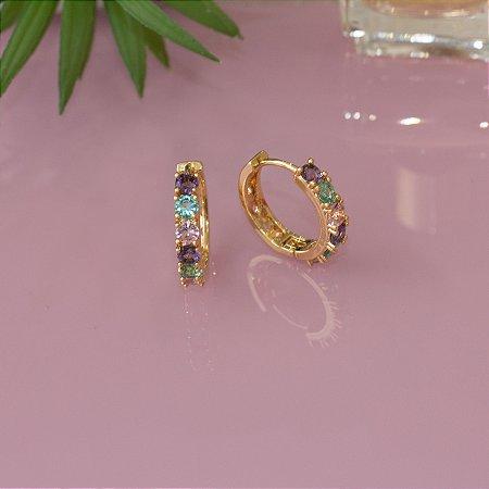 Argola dourada com cristais colorido