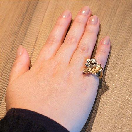 Anel de dedinho com flores ouro três tons