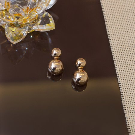 Brinco bola metalico dourado