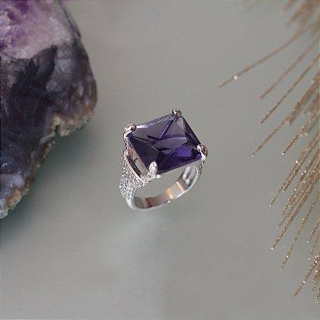 Anel cristal ametista e detalhes em microzircônias