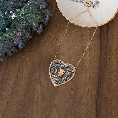 Colar dourado regulável com pedra abalone e design de menino