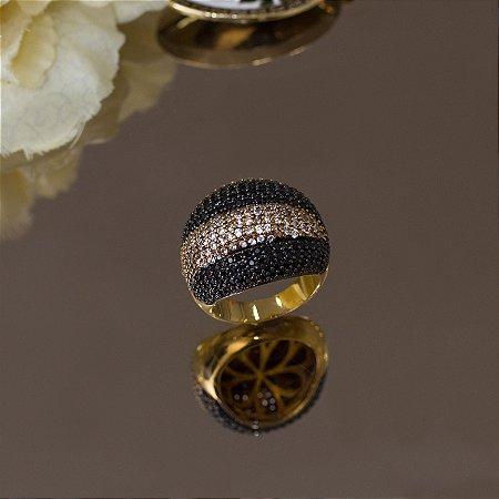 Anel dourado com zircônia negras e cristais