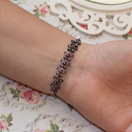 Pulseira regulável flor em ródio negro com mix de navetes rosa e lilás