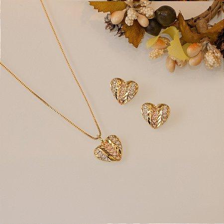 Conjunto coração em ouro três tons com detalhes vazado