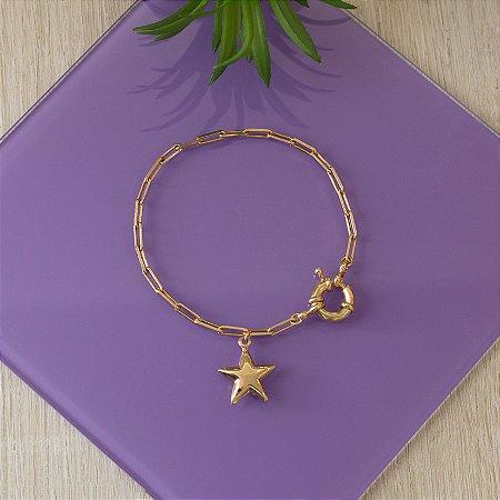 Pulseira de elos dourada com pingente estrela