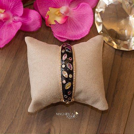 Bracelete dourado e esmaltado cravejado com micro zircônias e cristais coloridos