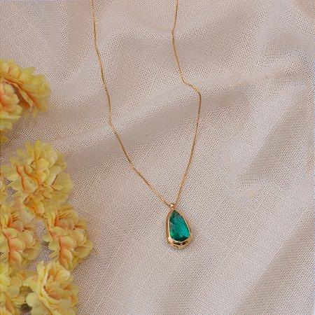 Colar dourado em gota no cristal turmalina