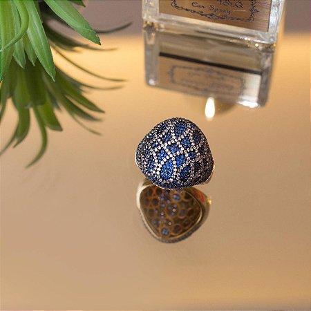 Anel cravejado em zircônias cristais azuis