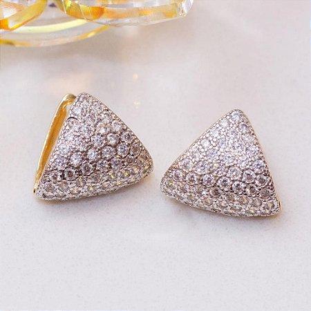 Brinco dourado com cravação em zircônias cristais
