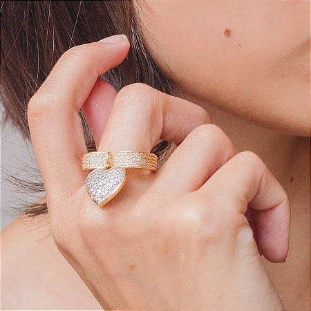 Anel de coração dourado cravejado com zircônias cristais