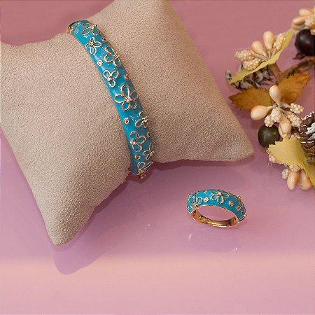Bracelete azul esmaltado com detalhes florais e cristais