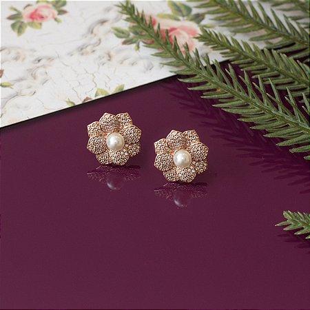 Brinco floral com pérola e cravação em zircônias