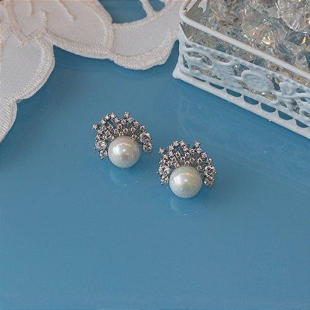 Brinco de pérola ródio branco com zircônias cristais