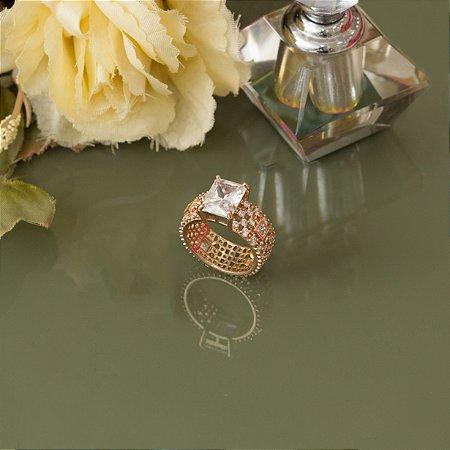Anel solitário dourado com cristal quadrado e cravação em zircônias