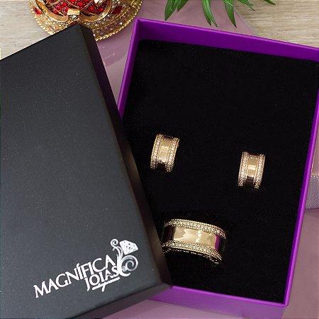 Anel dourado luxo com cravação em zircônias