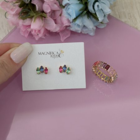 Brinco dourado com cristais coloridos