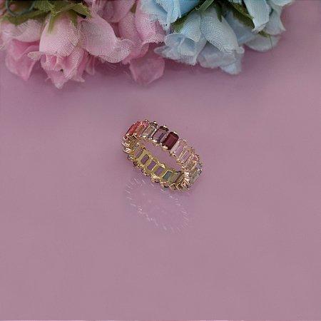 Anel dourado com cristais coloridos