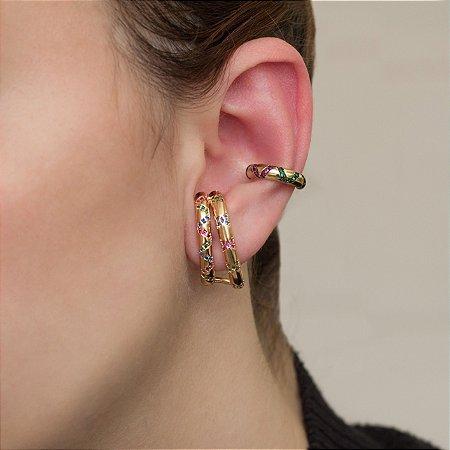 Ear hook dourado com cravação em zircônias coloridas