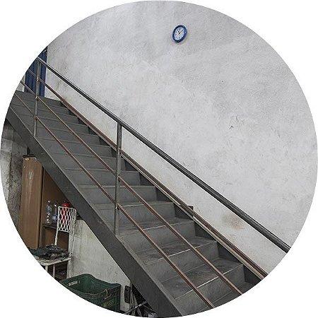 Escada com Guarda-Corpo