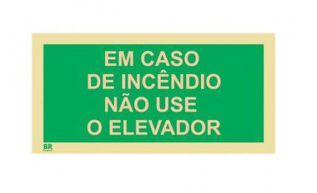 Placa EM CASO DE INCÊNDIO NÃO USE O ELEVADOR 20x40cm Fotoluminescente