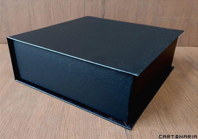 Caixa 23,5x23,5x8