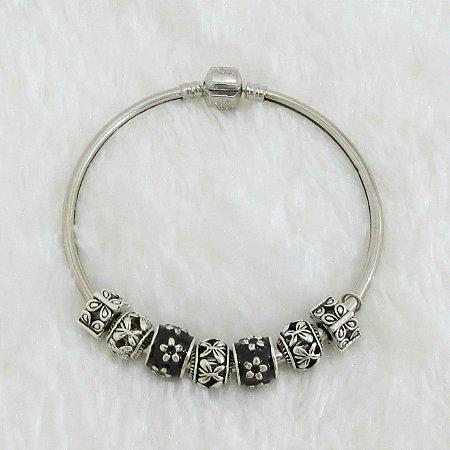 Pulseira prateada bracelete 21cm + 7 berloques, floral, black - REF P110