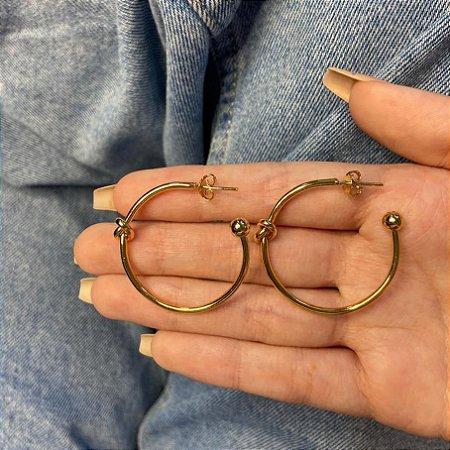 Brinco argola média, paty, nó central, 3cm, dourada - REF B1016