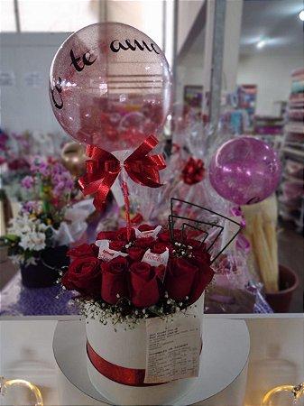 Arranjo com 16 botões de Rosas Vermelhas - Lindo Balão