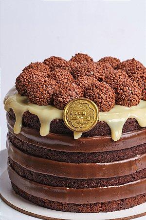Naked cake chocolate com brigadeiros