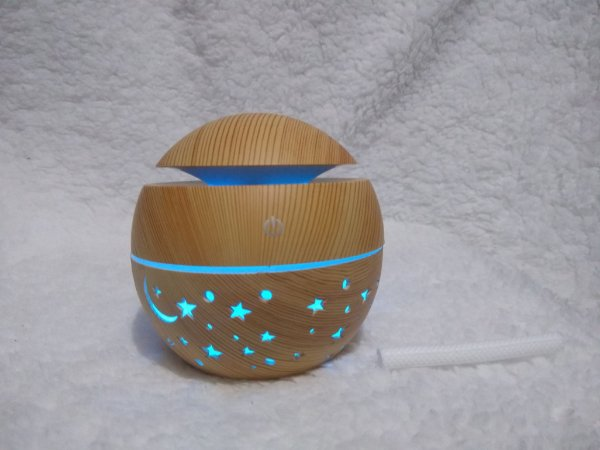 Umidificador Ultrassônico  Bola Chapéu c/Estrela Tipo Madeira - USB Bivolt