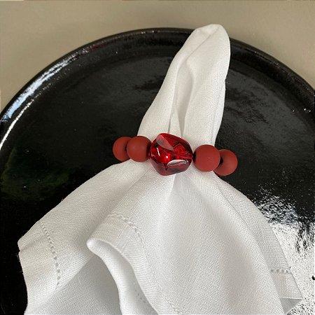 Kit com 4 porta guardanapos com esferas em polímero fosco e ocre.