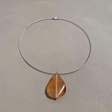 Colar curto com pingente gota de vidro(tipo murano).