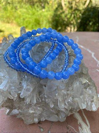Conjunto de pulseiras de cristais tchecos lapidados translúcidos e esferas de vidro (tipo murano) azul  francia.