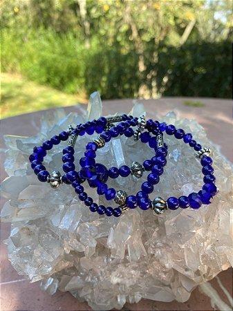 Conjunto de pulseiras mista de cristais translúcidos e esferas vidro (tipo murano) com entremeios de metal banhado.