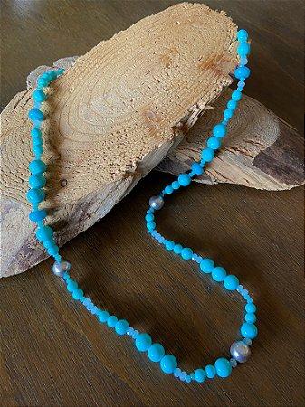 Colar longo de vidro (tipo murano) azul claro , pérola negra  e cristais tchecos lapidados.