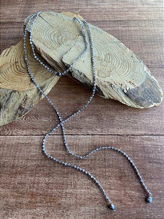 Colar longo duplo de cristais tchecos lapidados translúcidos e pingentes de pérolas barrocas.