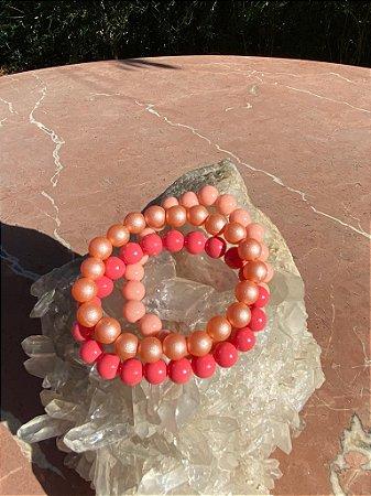 Conjunto de pulseiras esferas em polímero multicores.