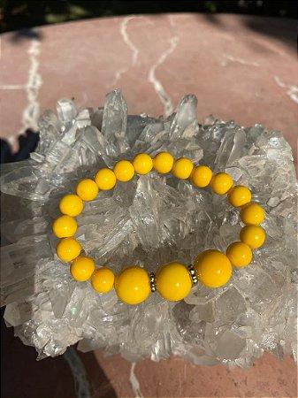 Pulseira de vidro(tipo murano) amarelo e detalhes em metal banhado
