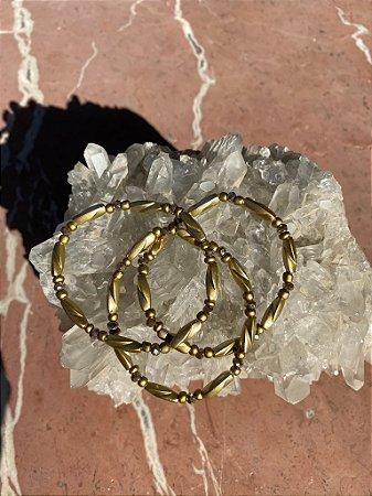 Conjunto de pulseiras peças em polímero e detalhes de cristais tchecos lapidados.