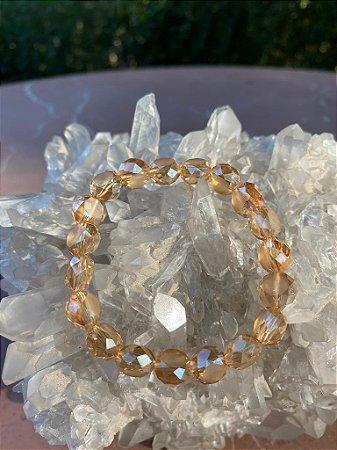 Pulseira de cristais tchecos lapidados translúcidos cor champagne.