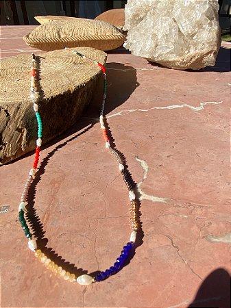 Colar longo de cristais tchecos lapidados mix de cores,intercalado com pérolas barrocas.