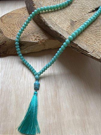 Colar Japamala de cristais lapidados , peça central indiana pedra turquesa e pingente fio de seda.