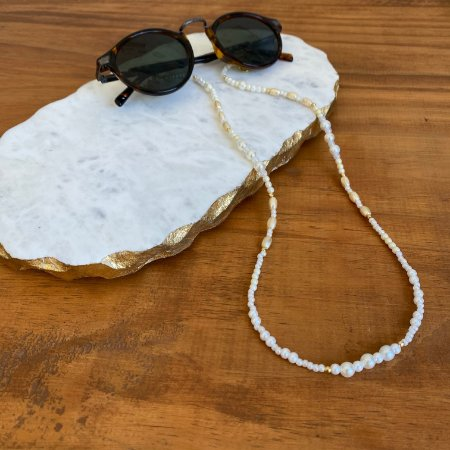 Cordão de óculos e cordão de máscara de pérolas diversos tamanhos e entremeios de metal banhado.