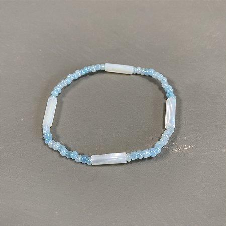 Pulseira de miçangas azul celeste de vidro(tipo murano) perolado.