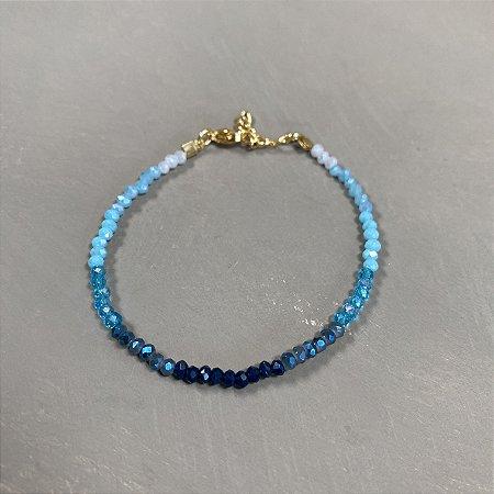 Pulseira de cristais tchecos lapidados em tons de azul.