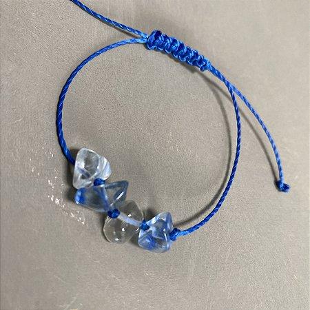 Pulseira com fecho regulável macramê  azul e cascalhos de vidro(tipo murano).