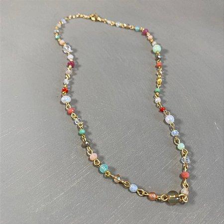 Colar gargantilha dourado, alfinetado de cristais coloridos .